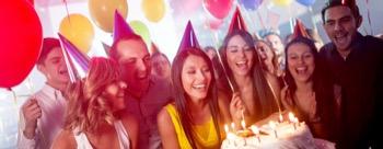 Zum Geburtstag das perfekte Geschenk - Eine Fahrt mit der pinken Limousine